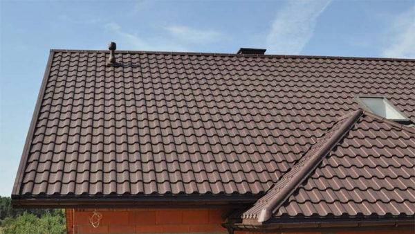 Металлочерепица Montekristo на крыше дома