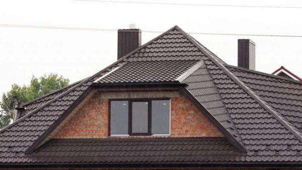 Металлочерепица Tramontana на крыше дома