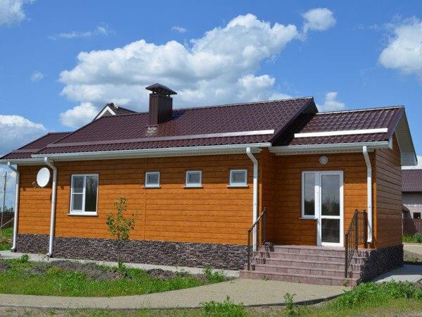 """Металлический сайдинг """"ЭкоБрус"""" (GL) отделка одноэтажного дома"""