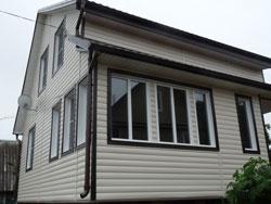 САЙДИНГ ВИНИЛОВЫЙ BLOCKHAUS (Дёке) отделка двухэтажного дома