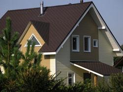САЙДИНГ ВИНИЛОВЫЙ BLOCKHAUS (Дёке) пример отделки дома