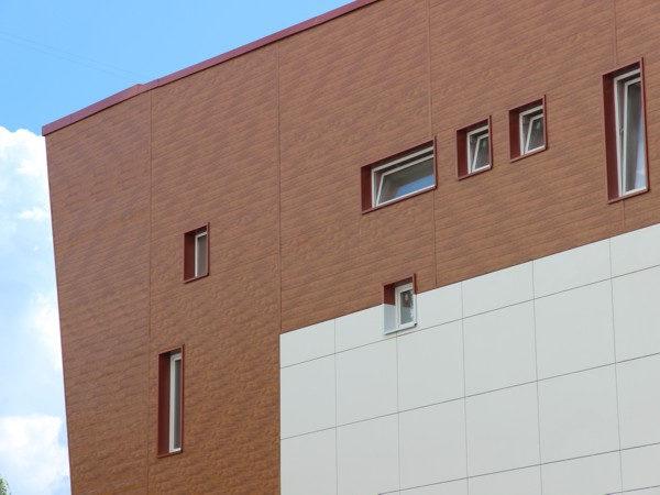 """Металлический сайдинг """"Вертикаль"""" (GL) отделка многоэтажного дома"""